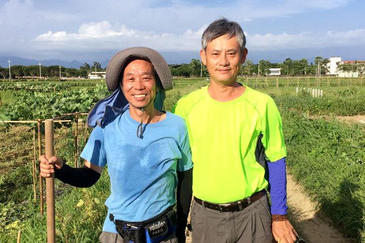 心安農場主人何俊男(右)希望提供一個民眾生態教育的場域,(何俊男提供)